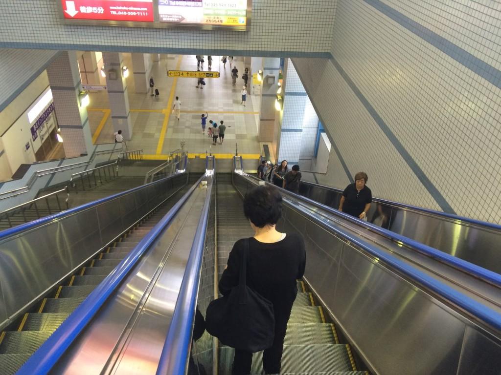 003_escalators