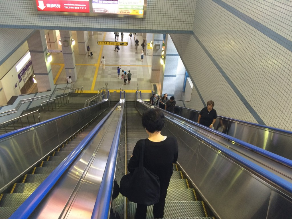 003_escalators