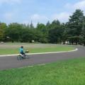 自転車やストライダーの練習、ラジコンにも。舗装された平らで広い公園5選 [大駐車場付き]