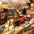 クリスマス・マーケット開始。クリスマス・トレインも走る【ヒルトン小田原リゾート&スパ】:巨大ジオラマを走るミニチュア電車、中に入れちゃうお菓子の家、サンタさんとのグリーティングも!