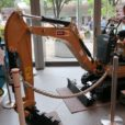 フォークリフトやショベルカーに乗れる!三菱みなとみらい技術館で「はたらくのりもの」体験できる企画展[5月29日〜7月1日]